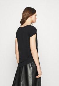 Zign - 2 PACK - Basic T-shirt - black - 2