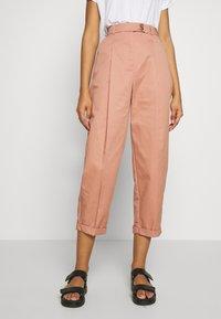 Topshop - CHARLEY  - Pantalones chinos - terracota - 0