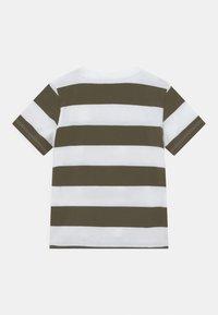 Name it - NMMPEPPAPIG WILI - Print T-shirt - ivy green - 1