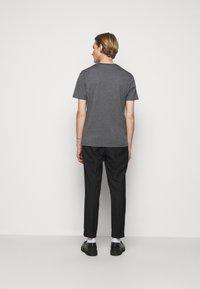 HUGO - DURNED - Print T-shirt - medium grey - 2