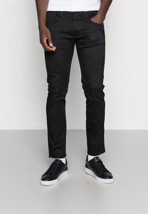 ANBASS HYPERFLEX REUSED X-LITE - Slim fit jeans - black