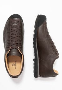 Scarpa - MOJITO BASIC GTX - Hiking shoes - dark brown - 1