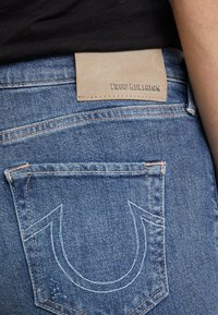True Religion - HIGHRISE TURNUP  - Džíny Straight Fit - blue - 4