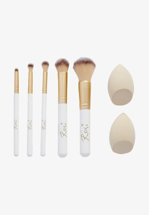 REVOLUTION X ROXI ALL YOU NEED BRUSH SET - Set de brosses à maquillage - -