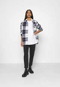 Levi's® - ROAD TRIP TEE - Print T-shirt - white - 1
