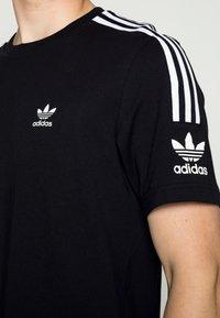 adidas Originals - TECH TEE - Printtipaita - black - 4