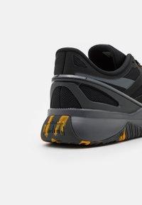Reebok - NANOFLEX TR - Zapatillas de entrenamiento - core black/cold grey - 5
