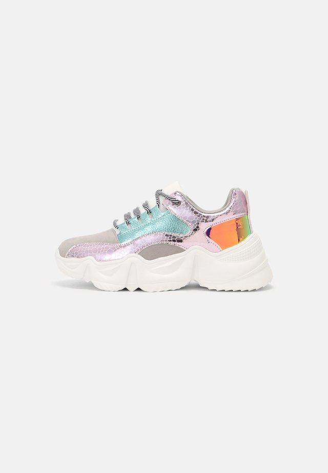 RHYTON - Sneakers laag - grey/multi