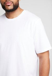 Jack & Jones - BASIC NECK NOOS - Basic T-shirt - white - 4
