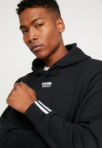 adidas Originals - HOODY - Bluza z kapturem - black - 5