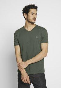 Lacoste - T-shirt basic - aucuba - 0