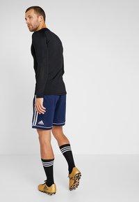 adidas Performance - SQUADRA CLIMALITE FOOTBALL 1/4 SHORTS - Sportovní kraťasy - dark blue/white - 2