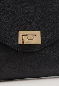 Coccinelle - FLORIE CROSSBODY - Clutch - noir - 4