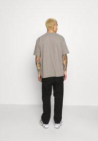 Carhartt WIP - CARSON PANT MORAGA - Kalhoty - black stone washed - 2