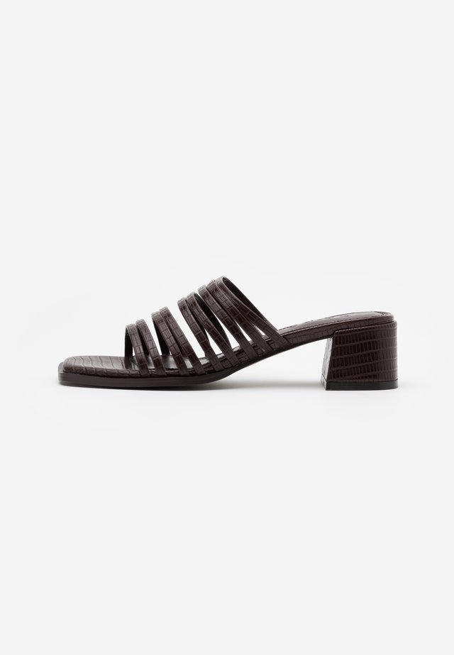 MULTI STRAPPY BLOCK HEEL  - Heeled mules - dark brown