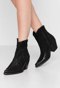 Felmini - LAREDO - Cowboy/biker ankle boot - morat - 0