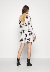 Never Fully Dressed - CREAM FORREST MINI DRESS - Kjole - cream - 2