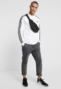 adidas Originals - 3 STRIPES UNISEX - Long sleeved top - white - 1