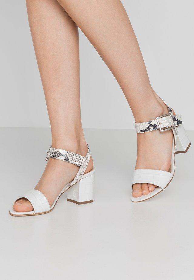 Sandaalit nilkkaremmillä - kenia/bianco