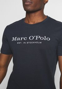 Marc O'Polo - SHORT SLEEVE ROUND NECK - Print T-shirt - total eclipse - 5