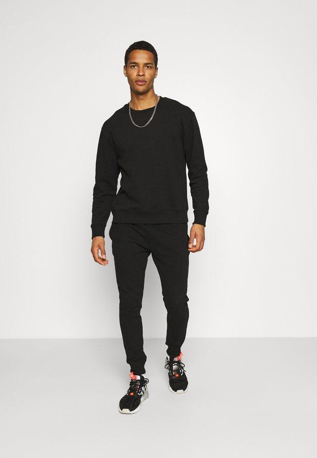 CREW UNISEX SET - Trainingsanzug - black