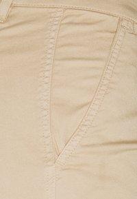 Lauren Ralph Lauren Petite - GABBY SLIM LEG PANT - Trousers - birch tan - 2
