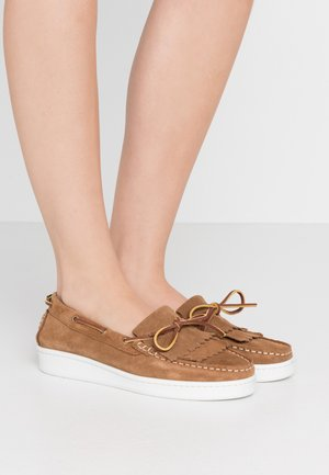 KLARA - Boat shoes - congac