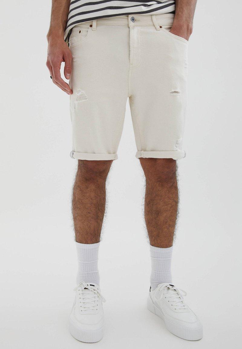 PULL&BEAR - SLIM-FIT  - Jeansshorts - mottled beige