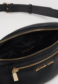 MICHAEL Michael Kors - WAISTPACK - Bum bag - black - 5