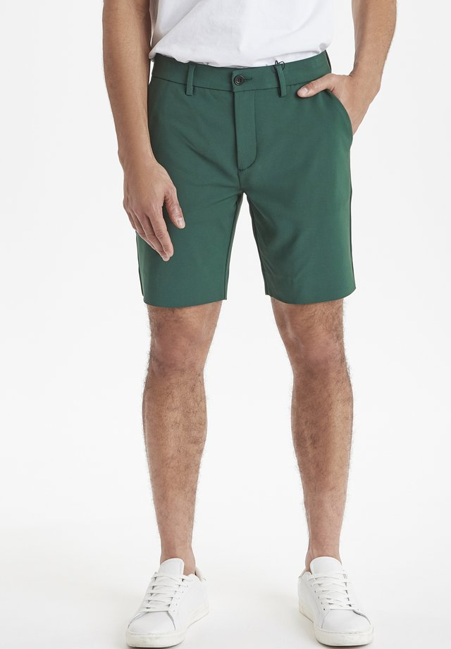 SLIM FIT - Shorts - bistro green