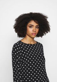 Wallis Petite - SPOT FLIPPY HEM SHIFT DRESS - Day dress - black - 4
