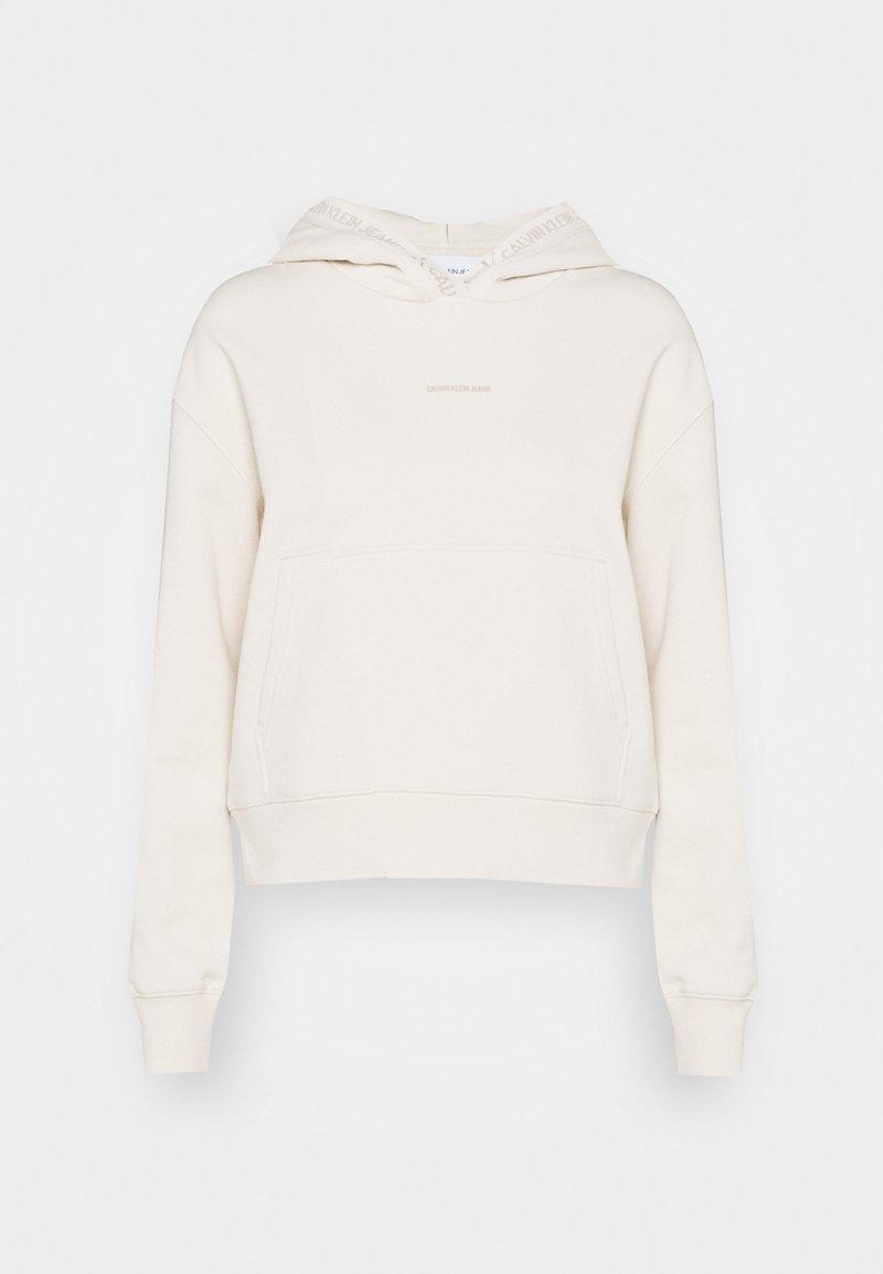 Calvin Klein Jeans - LOGO TRIM HOODIE - Sweat à capuche - white sand
