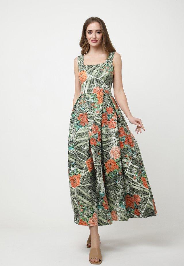RIMINA - Robe longue - khaki/koralle