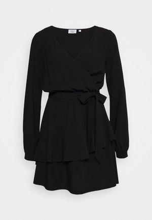 PAMELA REIF X NA-KD OVERLAPPED DETAIL FRILL MINI DRESS - Kjole - black