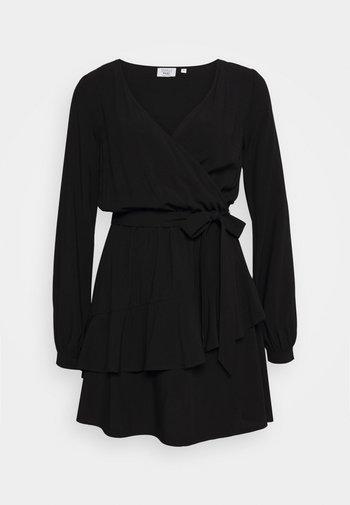 PAMELA REIF X NA-KD OVERLAPPED DETAIL FRILL MINI DRESS - Day dress - black