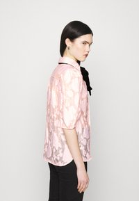 Sister Jane - APERITIF FLORAL PUFF SLEEVE BLOUSE - Button-down blouse - pink - 2