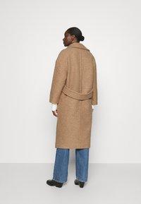 UGG - HATTIE LONG COAT - Klasický kabát - camel - 2