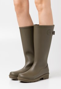 FitFlop - WONDERWELLY - Botas de agua - military green - 0