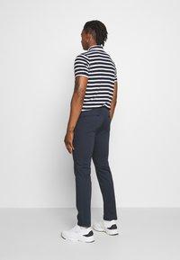 Sand Copenhagen - CRAIG  - Pantalones chinos - dark blue - 2