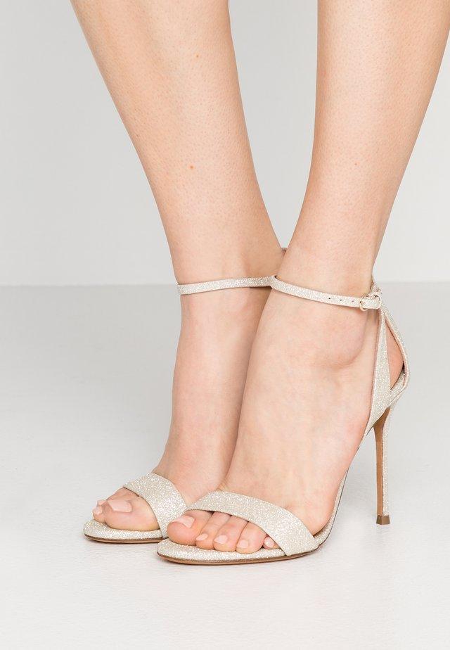 Sandály na vysokém podpatku - glitter platin