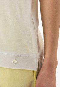 BRAX - STYLE CAELEN - Basic T-shirt - offwhite - 4