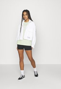 The North Face - EASY TEE - Printtipaita - green mist - 1