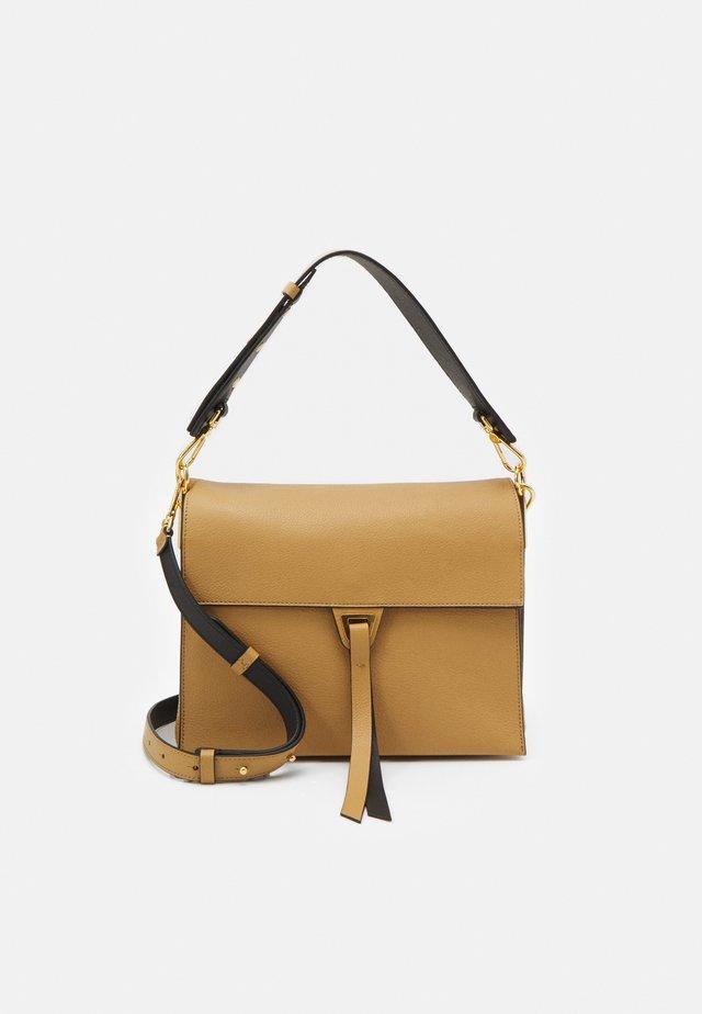 LOUISE - Handtasche - warm beige/noir