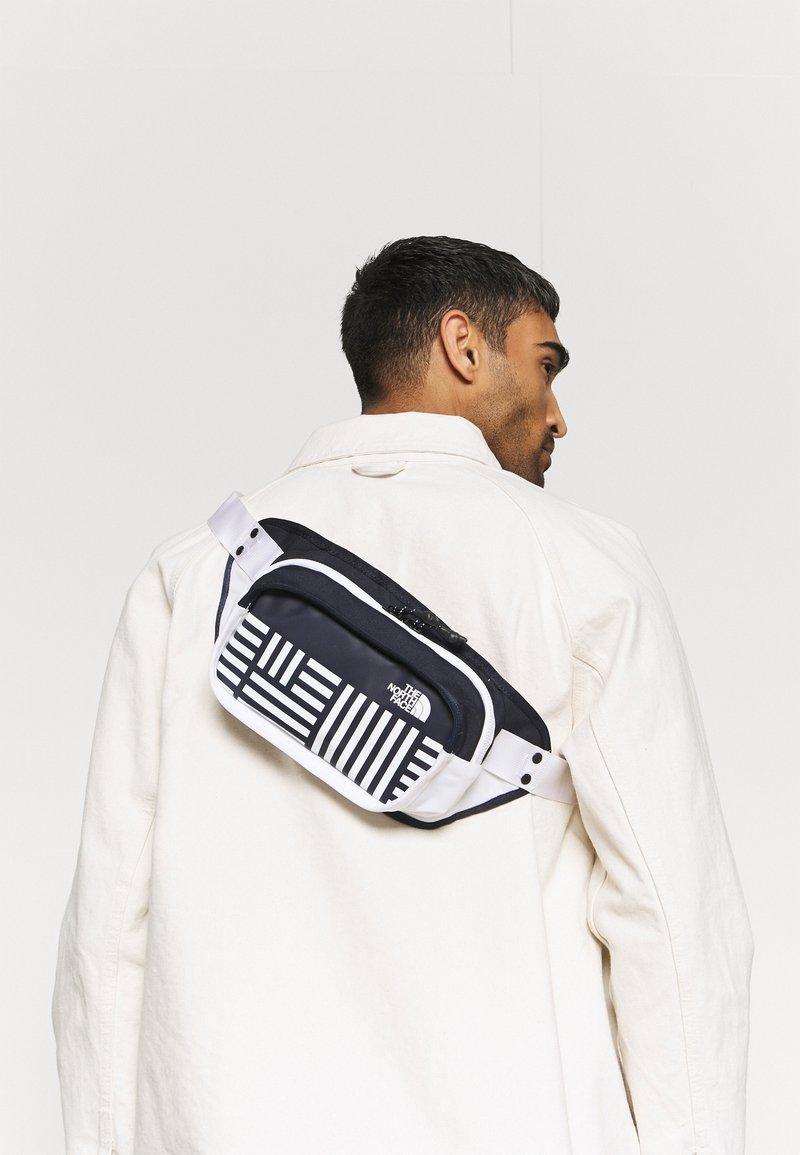 The North Face - HIP PACK UNISEX - Ledvinka - navy/white