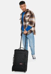 Eastpak - TRANVERZ M - Wheeled suitcase - tribe mountains - 2