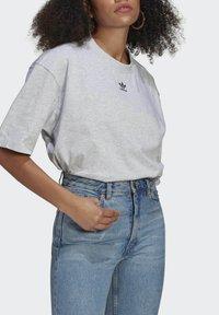 adidas Originals - TEE - Basic T-shirt - light grey heather - 3
