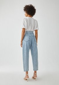 PULL&BEAR - Relaxed fit jeans - mottled light blue - 2