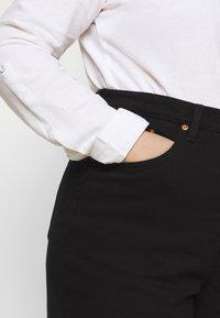 Levi's® Plus - RIBCAGE STRAIGHT - Straight leg jeans - black heart - 3