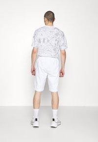 EA7 Emporio Armani - Shorts - white - 2
