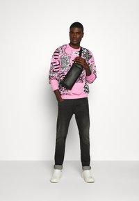 Jaded London - COLLAGE  - Sweatshirt - pink - 1